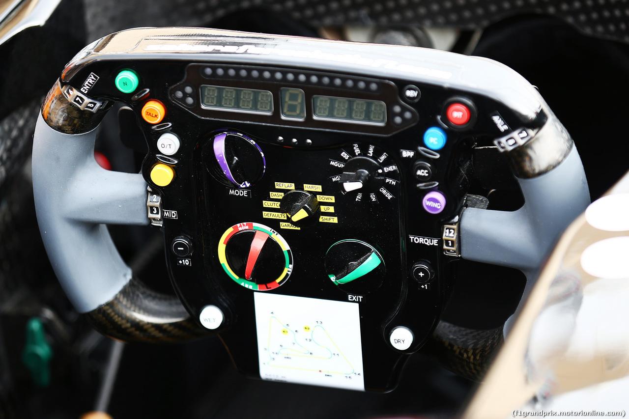 GP BAHRAIN, Sahara Force India F1 VJM07 steering wheel. 03.04.2014. Formula 1 World Championship, Rd 3, Bahrain Grand Prix, Sakhir, Bahrain, Preparation Day.