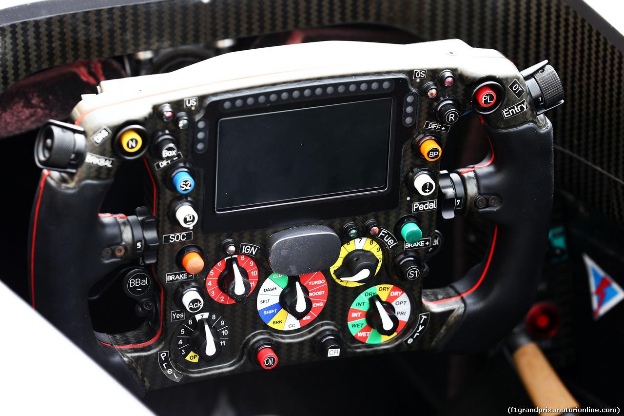 GP BAHRAIN, Sauber C33 steering wheel. 03.04.2014. Formula 1 World Championship, Rd 3, Bahrain Grand Prix, Sakhir, Bahrain, Preparation Day.
