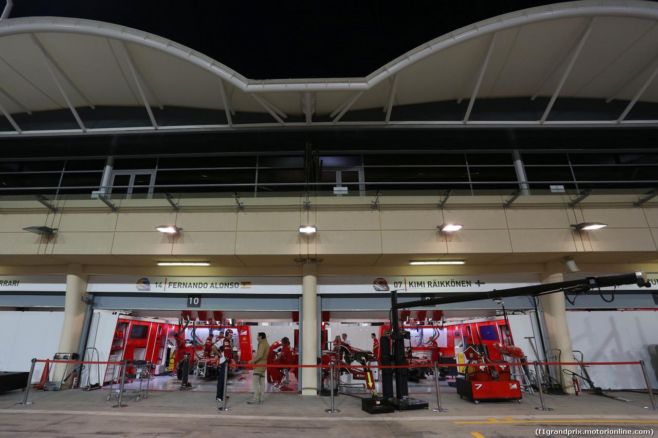 GP BAHRAIN, The Ferrari pits under floodlights at night. 03.04.2014. Formula 1 World Championship, Rd 3, Bahrain Grand Prix, Sakhir, Bahrain, Preparation Day.