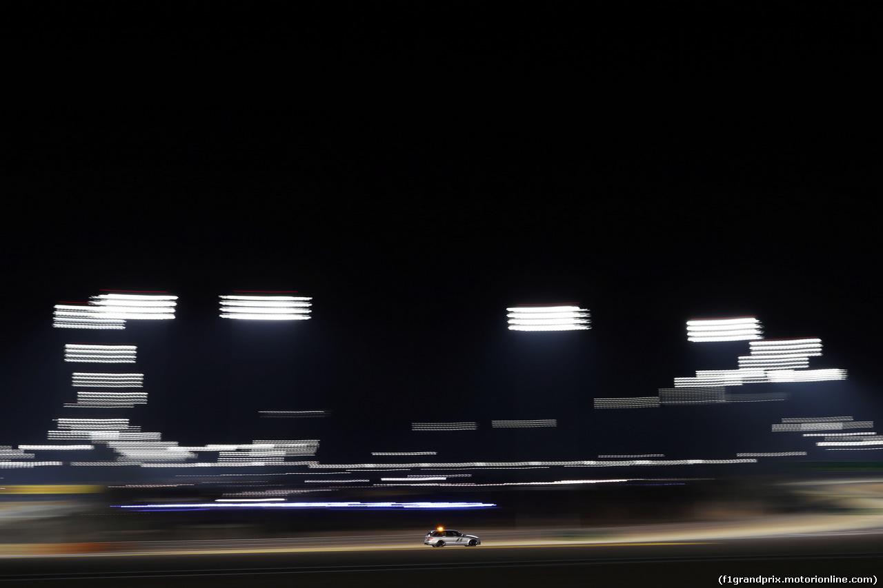 GP BAHRAIN, The FIA Safety Car runs under floodlights at night. 03.04.2014. Formula 1 World Championship, Rd 3, Bahrain Grand Prix, Sakhir, Bahrain, Preparation Day.