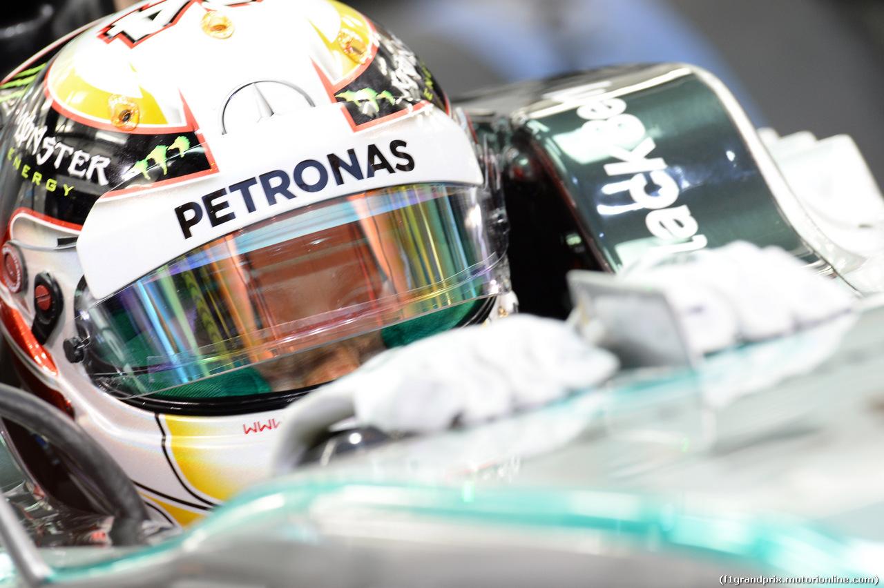 GP BAHRAIN, 04.04.2014- Prove Libere 2, Lewis Hamilton (GBR) Mercedes AMG F1 W05