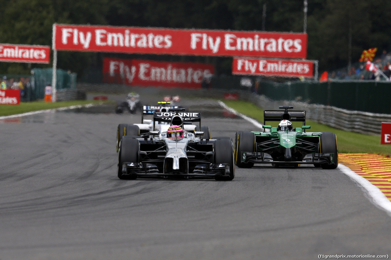 GP BELGIO, 24.08.2014- Gara, Jenson Button (GBR) McLaren Mercedes MP4-29 e Andre Lotterer (GER), Caterham F1 Team