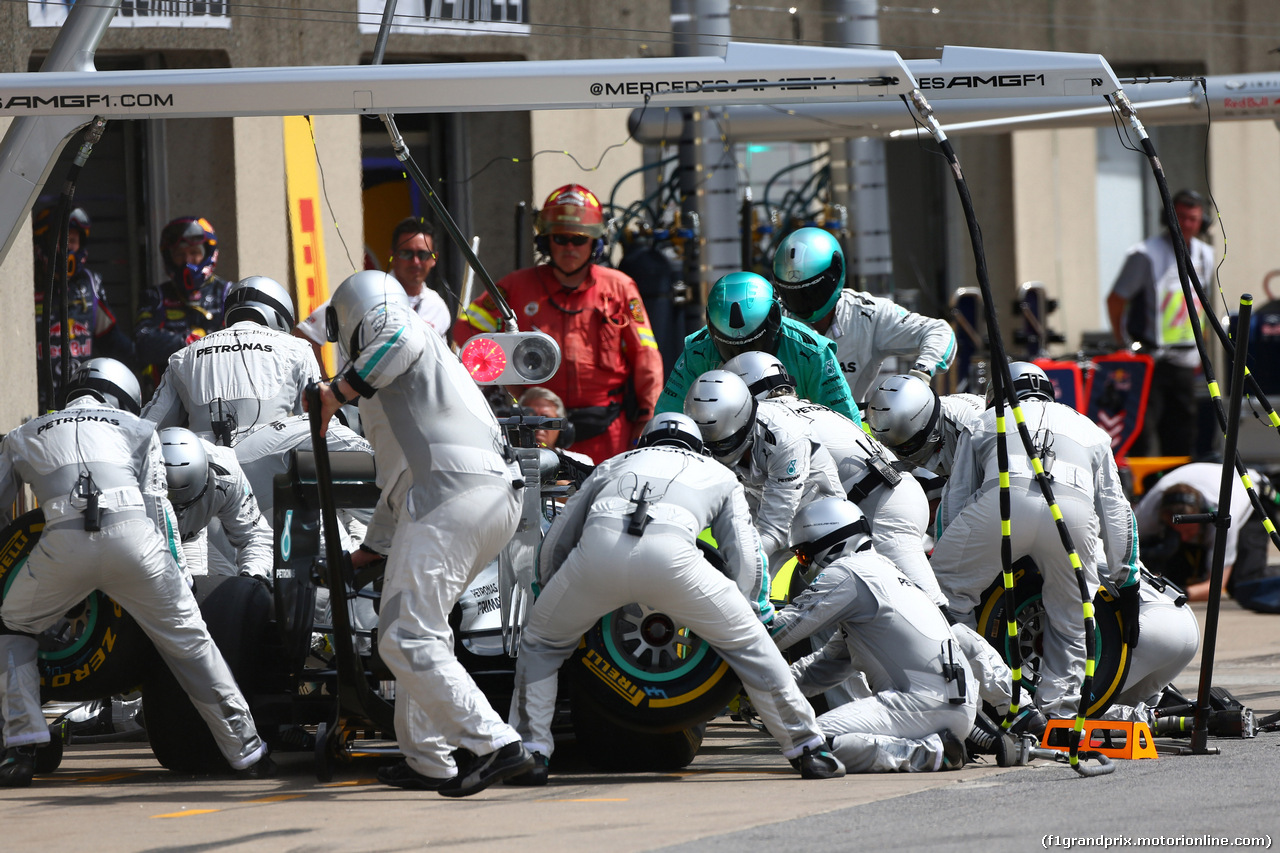 GP CANADA, 08.06.2014- Gara, Pit stop, Lewis Hamilton (GBR) Mercedes AMG F1 W05