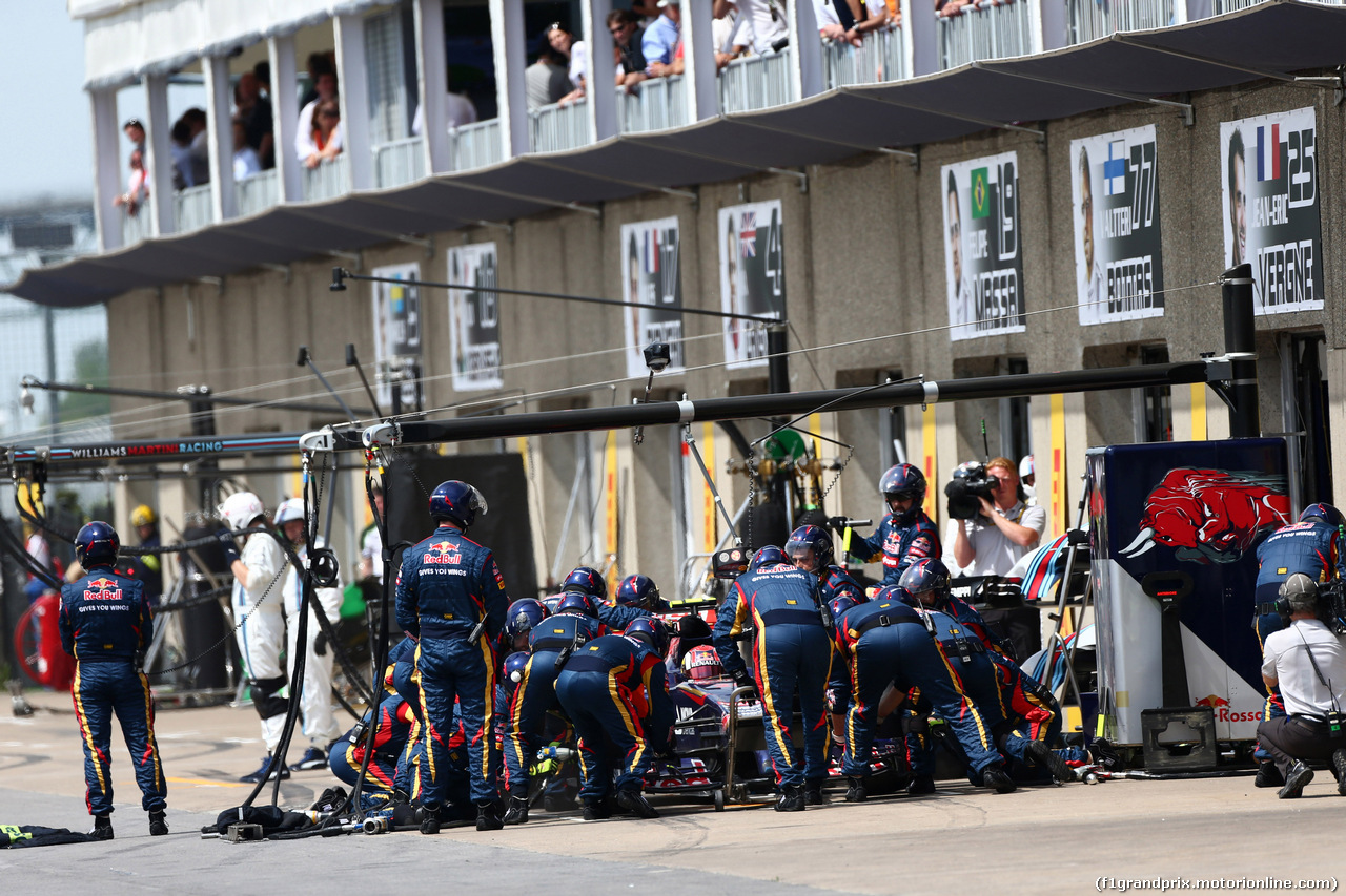GP CANADA, 08.06.2014- Gara, Pit stop, Daniil Kvyat (RUS) Scuderia Toro Rosso STR9