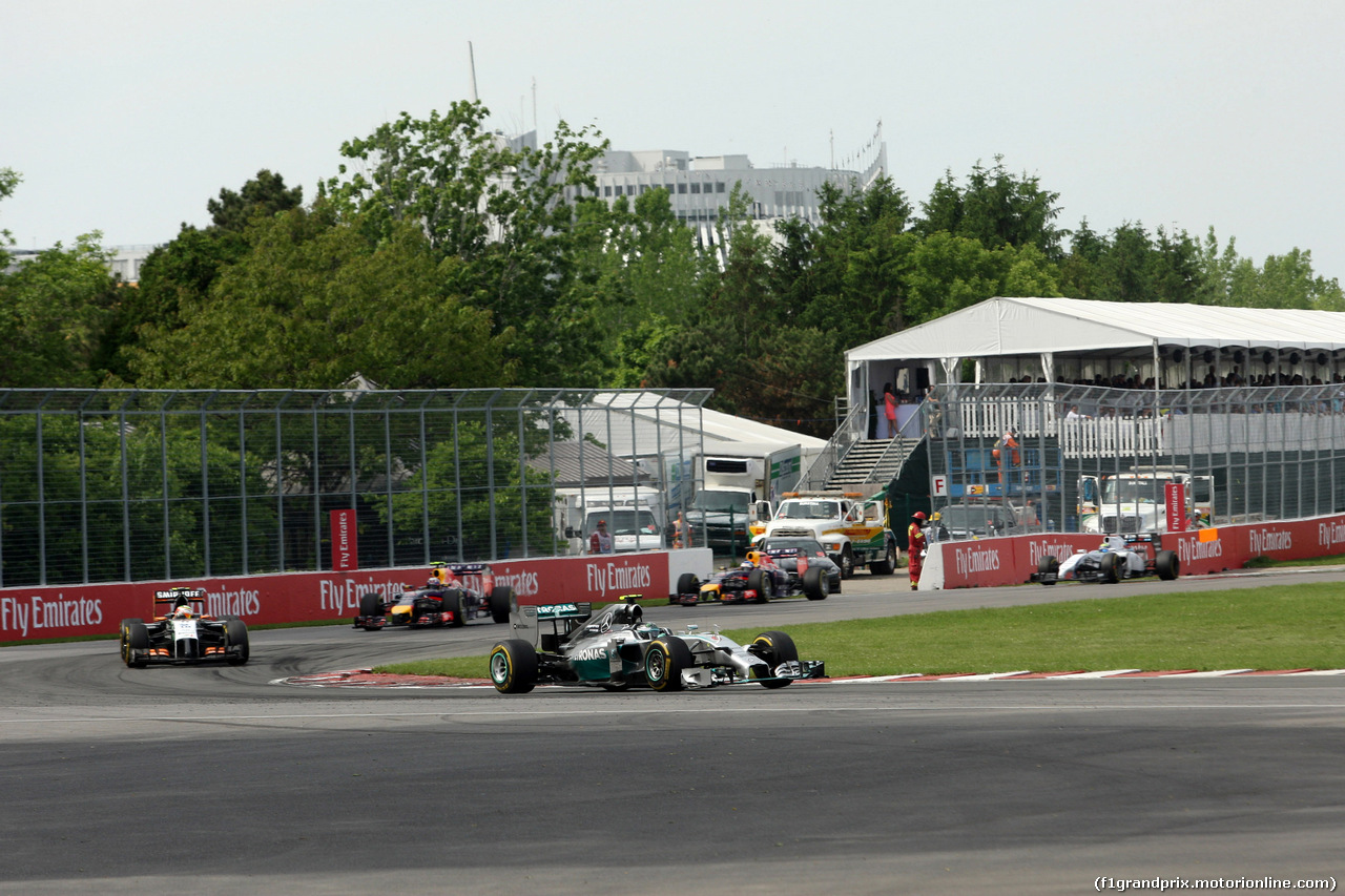 GP CANADA, 08.06.2014- Gara, Nico Rosberg (GER) Mercedes AMG F1 W05 davanti a Sergio Perez (MEX) Sahara Force India F1 VJM07