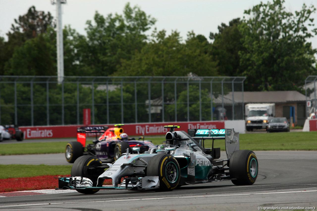 GP CANADA, 08.06.2014- Gara, Nico Rosberg (GER) Mercedes AMG F1 W05 davanti a Daniel Ricciardo (AUS) Red Bull Racing RB10