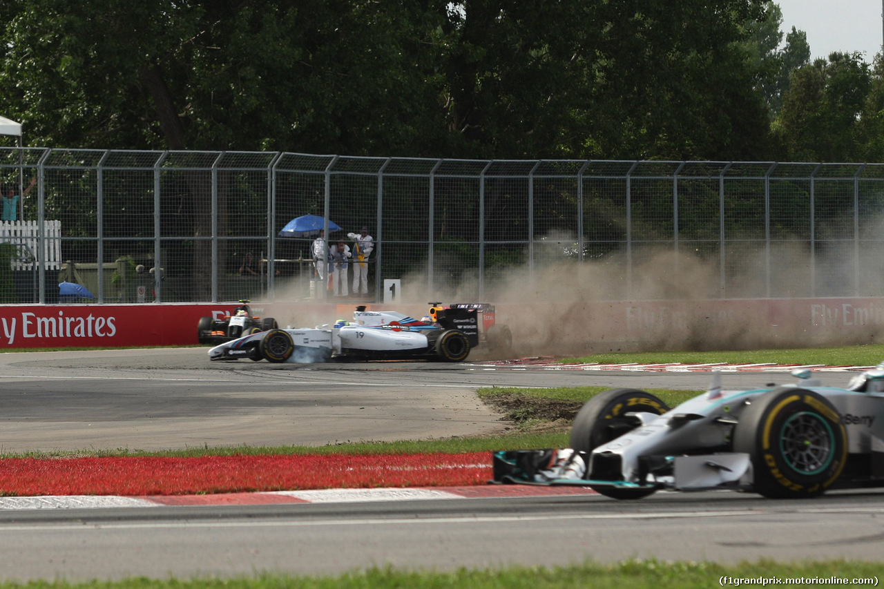 GP CANADA, 08.06.2014- Gara, Crash, Felipe Massa (BRA) Williams F1 Team FW36 e Sergio Perez (MEX) Sahara Force India F1 VJM07