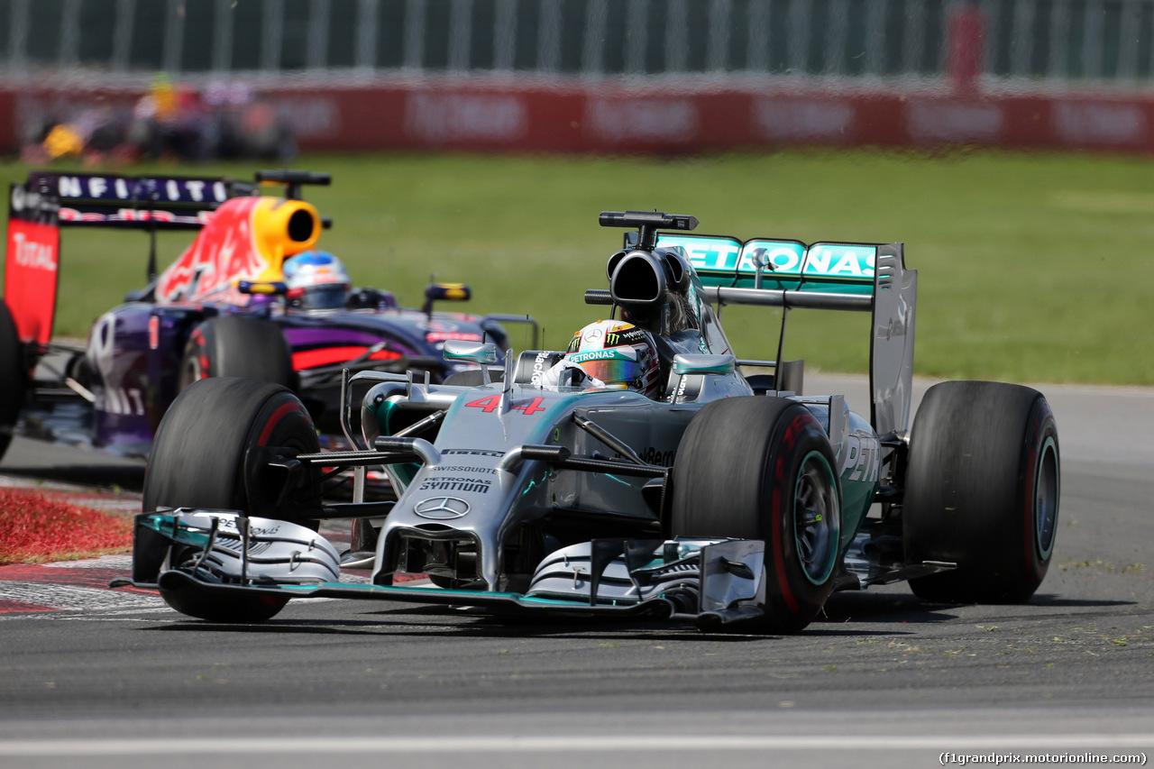 GP CANADA, 08.06.2014- Gara, Lewis Hamilton (GBR) Mercedes AMG F1 W05 davanti a Sebastian Vettel (GER) Red Bull Racing RB10