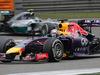 GP CINA, 20.04.2014- Gara, Sebastian Vettel (GER) Infiniti Red Bull Racing RB10 e Nico Rosberg (GER) Mercedes AMG F1 W05