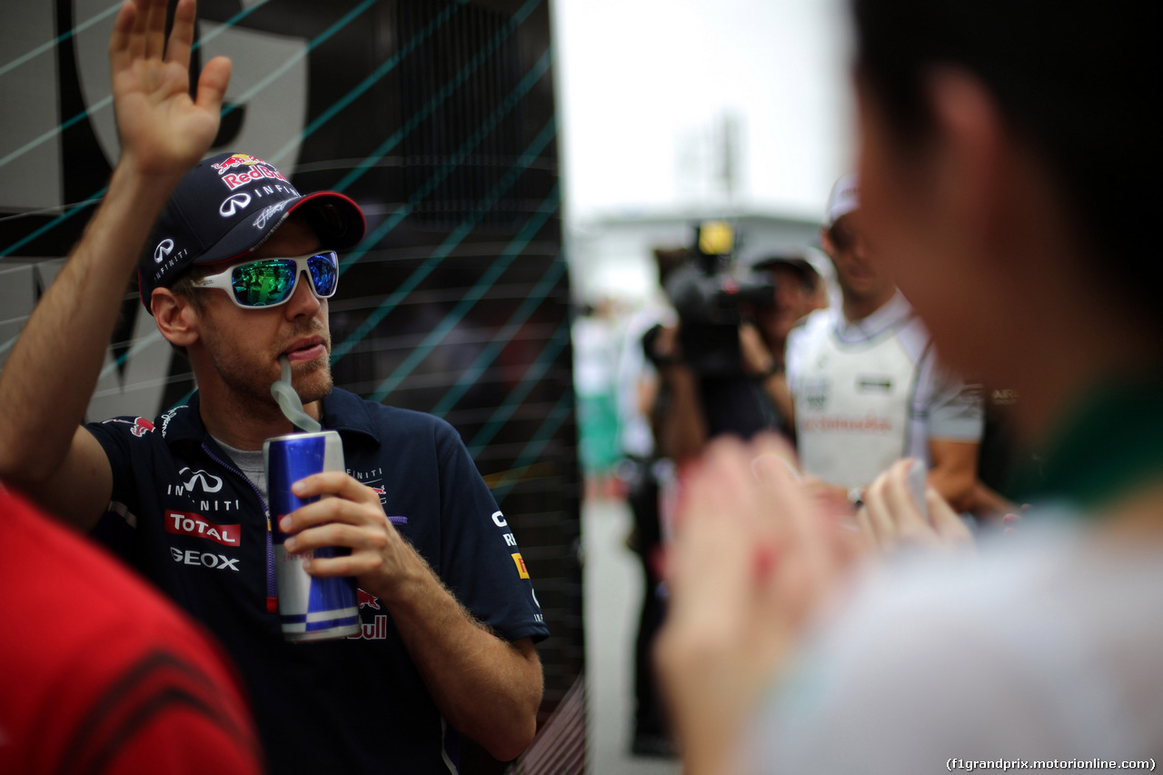 GP MALESIA, 30.03.2014 - Sebastian Vettel (GER) Red Bull Racing RB10 at drivers parade