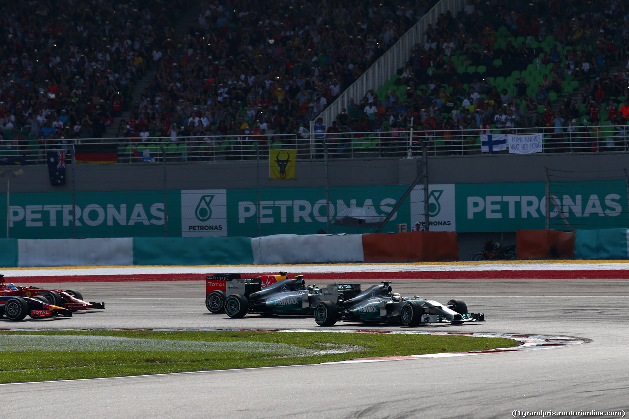 GP MALESIA, 30.03.2014 - Gara, Start of the race, Lewis Hamilton (GBR) Mercedes AMG F1 W05 e Nico Rosberg (GER) Mercedes AMG F1 W05