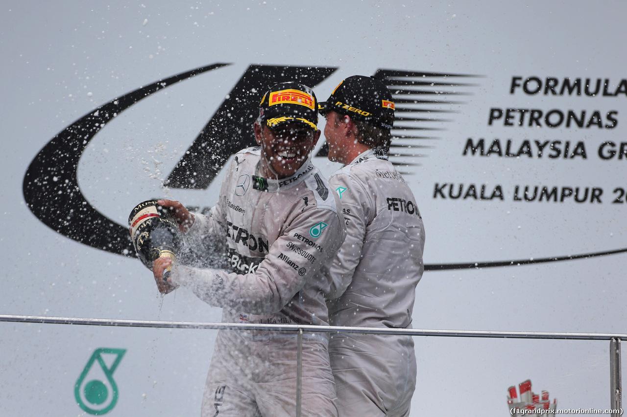 GP MALESIA, 30.03.2014 - Gara, Lewis Hamilton (GBR) Mercedes AMG F1 W05 vincitore e secondo Nico Rosberg (GER) Mercedes AMG F1 W05