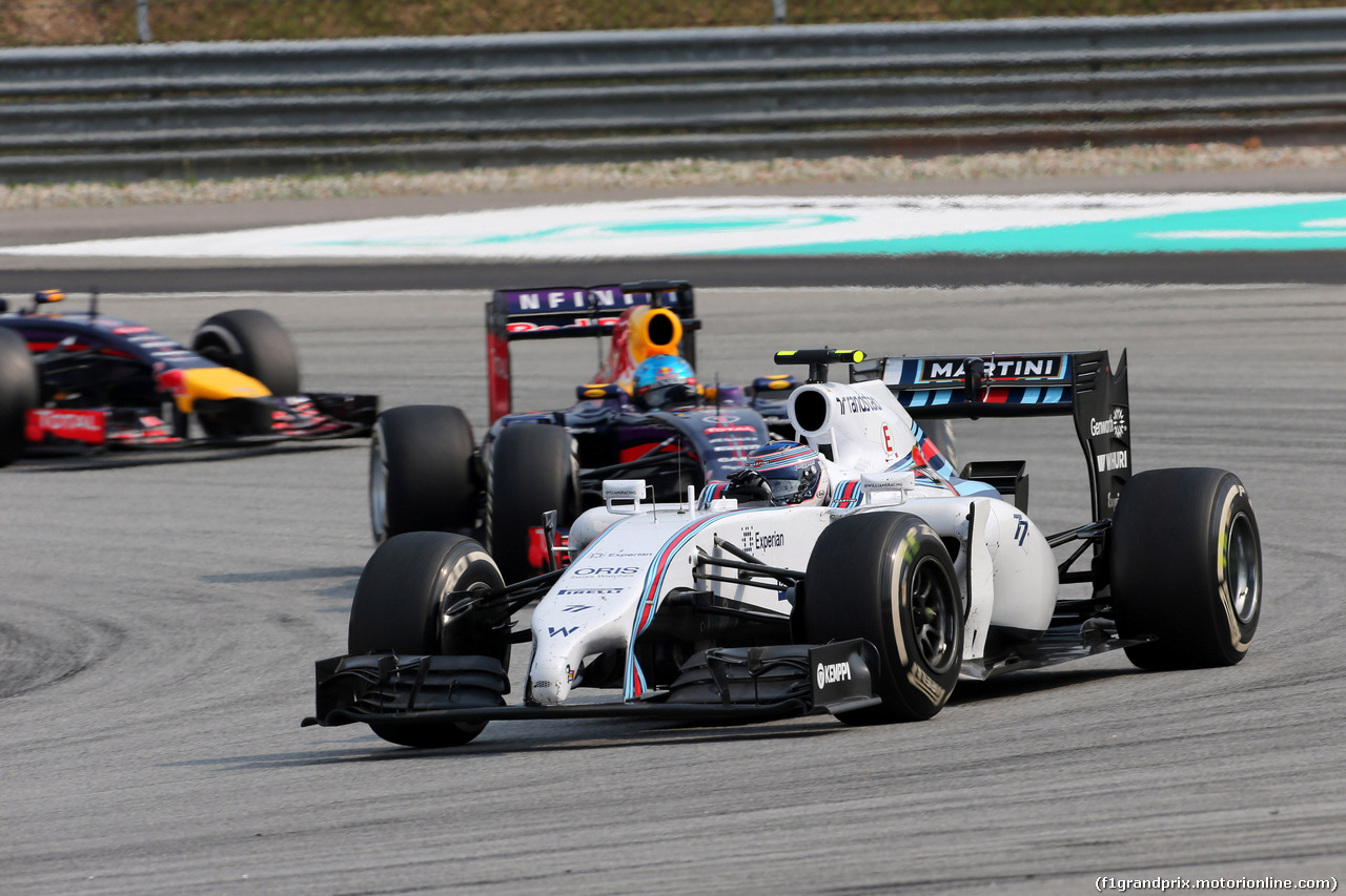 GP MALESIA, 30.03.2014 - Gara, Valtteri Bottas (FIN) Williams F1 Team FW36 davanti a Sebastian Vettel (GER) Red Bull Racing RB10