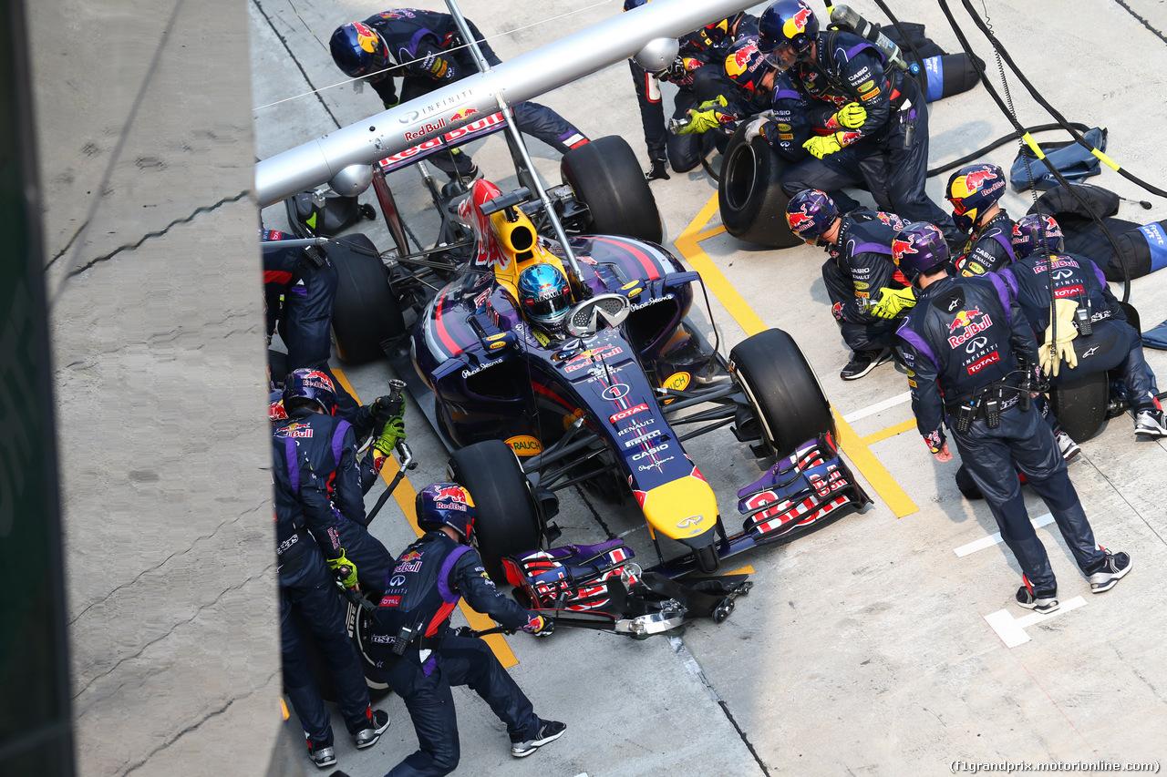 GP MALESIA, 30.03.2014 - Gara, Pit stop, Sebastian Vettel (GER) Red Bull Racing RB10