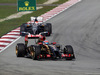 GP MALESIA, 30.03.2014 - Gara, Romain Grosjean (FRA) Lotus F1 Team E22 davanti a Adrian Sutil (GER) Sauber F1 Team C33