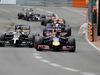 GP MONACO, 25.05.2014- Gara, Kevin Magnussen (DEN) McLaren Mercedes MP4-29 e Sebastian Vettel (GER) Red Bull Racing RB10
