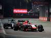 GP SINGAPORE, 21.09.2014 - Gara, Max Chilton (GBR), Marussia F1 Team MR03 davanti a Nico Rosberg (GER) Mercedes AMG F1 W05