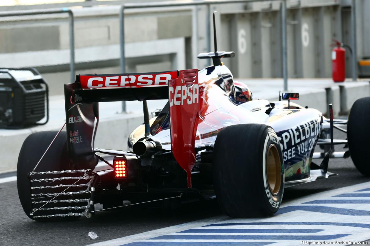 TEST F1 ABU DHABI 25 NOVEMBRE, Max Verstappen (NLD) Scuderia Toro Rosso STR9 Test Driver running sensor equipment. 25.11.2014.