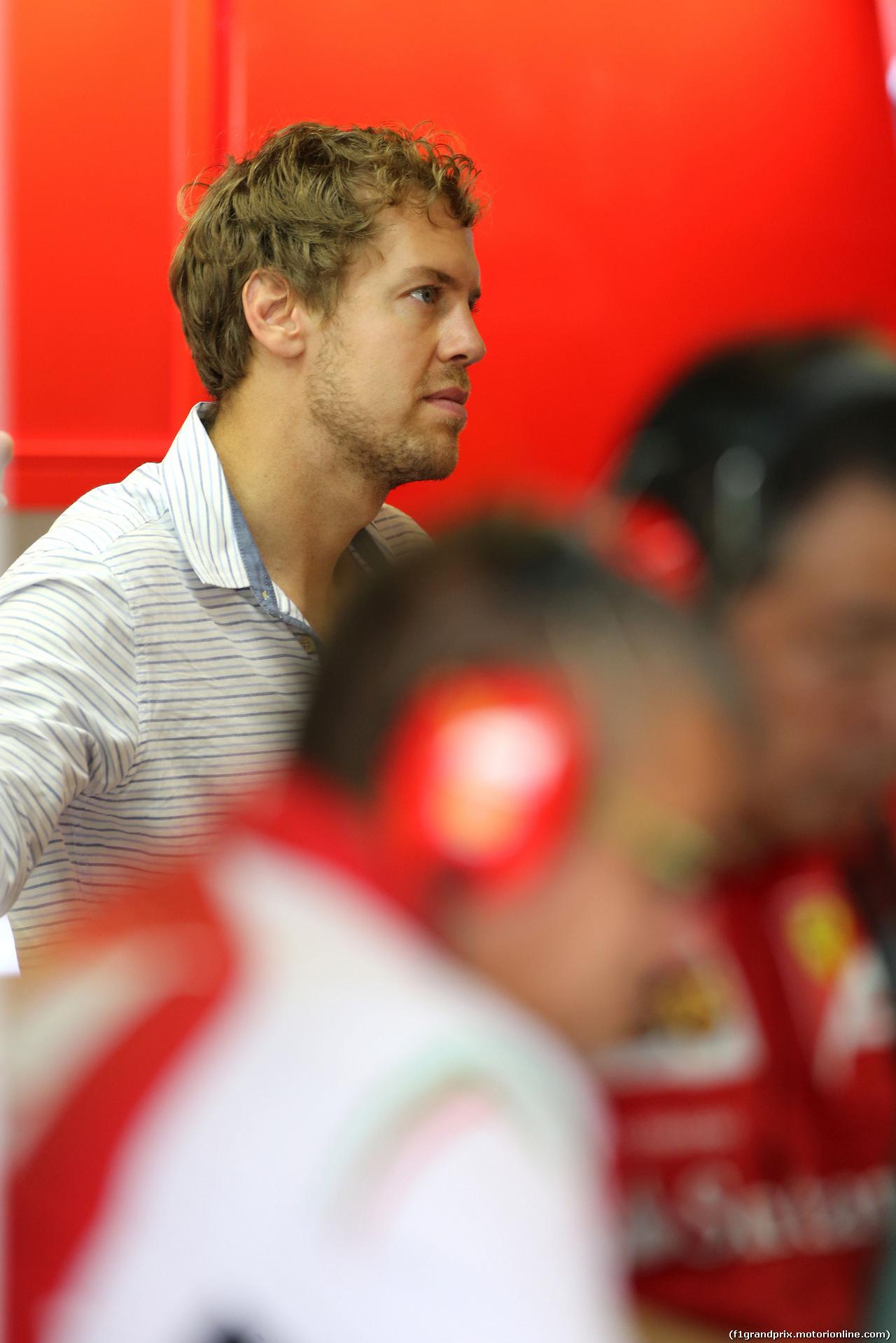 TEST F1 ABU DHABI 25 NOVEMBRE, Sebastian Vettel (GER) in the Ferrari garage 25.11.2014.
