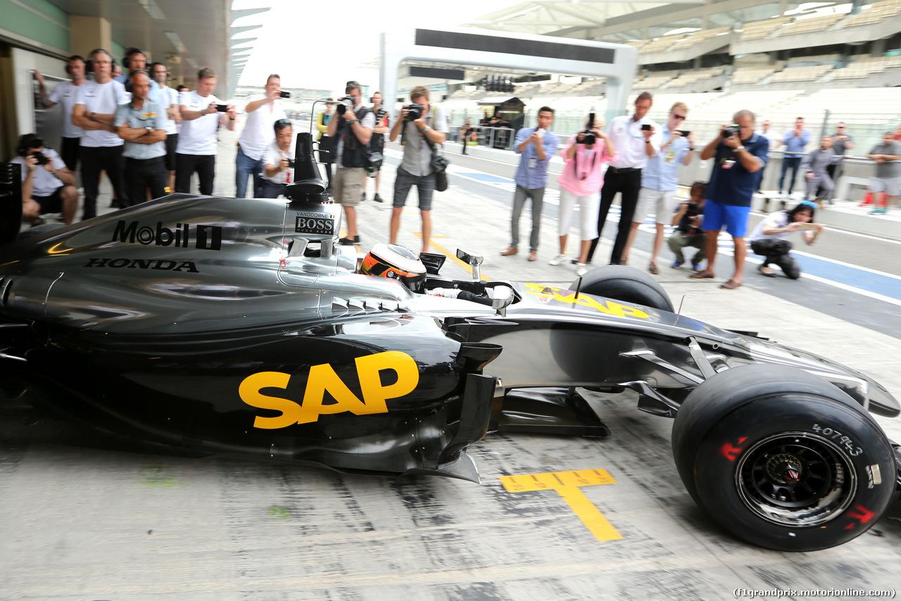 TEST F1 ABU DHABI 25 NOVEMBRE, Stoffel Vandoorne (BEL), third driver, McLaren F1 Team  25.11.2014.