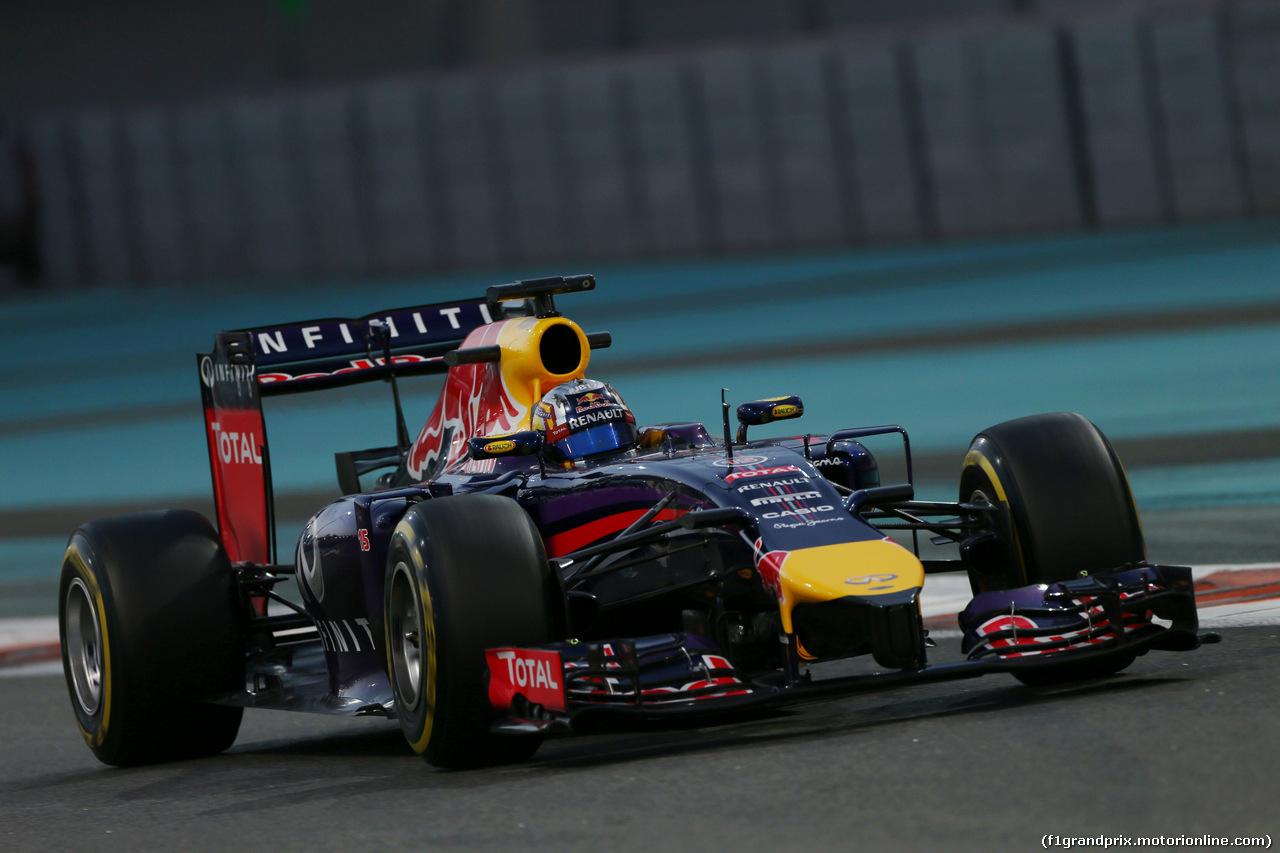 TEST F1 ABU DHABI 25 NOVEMBRE, Carlos Sainz Jnr (ESP) Red Bull Racing RB10 Test Driver. 25.11.2014.