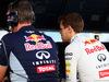 TEST F1 BAHRAIN 01 MARZO, Sebastian Vettel (GER) Red Bull Racing (Right) with Jonathan Wheatley (GBR) Red Bull Racing Team Manager on the pit gantry. 01.03.2014. Formula One Testing, Bahrain Test Two, Day Three, Sakhir, Bahrain.