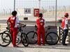 TEST F1 BAHRAIN 01 MARZO, Fernando Alonso (ESP) Ferrari watches team mate Kimi Raikkonen (FIN) Ferrari F14-T on the circuit. 01.03.2014. Formula One Testing, Bahrain Test Two, Day Three, Sakhir, Bahrain.