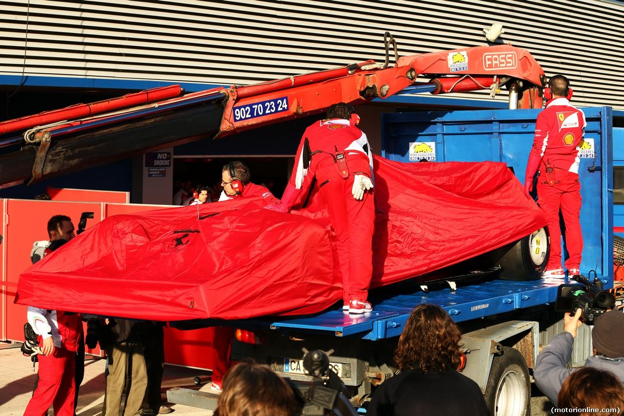Ferrari F14 T ferma in pista