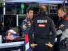 TEST F1 JEREZ 30 GENNAIO, Daniel Ricciardo (AUS), Red Bull Racing talking with Renault Sport engineer. 30.01.2014. Formula One Testing, Day Three, Jerez, Spain.