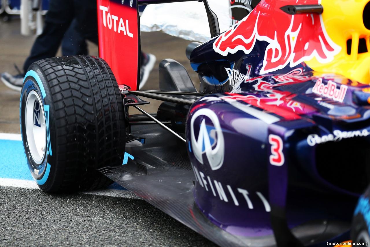TEST F1 JEREZ 31 GENNAIO, Daniel Ricciardo (AUS) Red Bull Racing RB10 rear suspension detail. 31.01.2014. Formula One Testing, Day Four, Jerez, Spain.