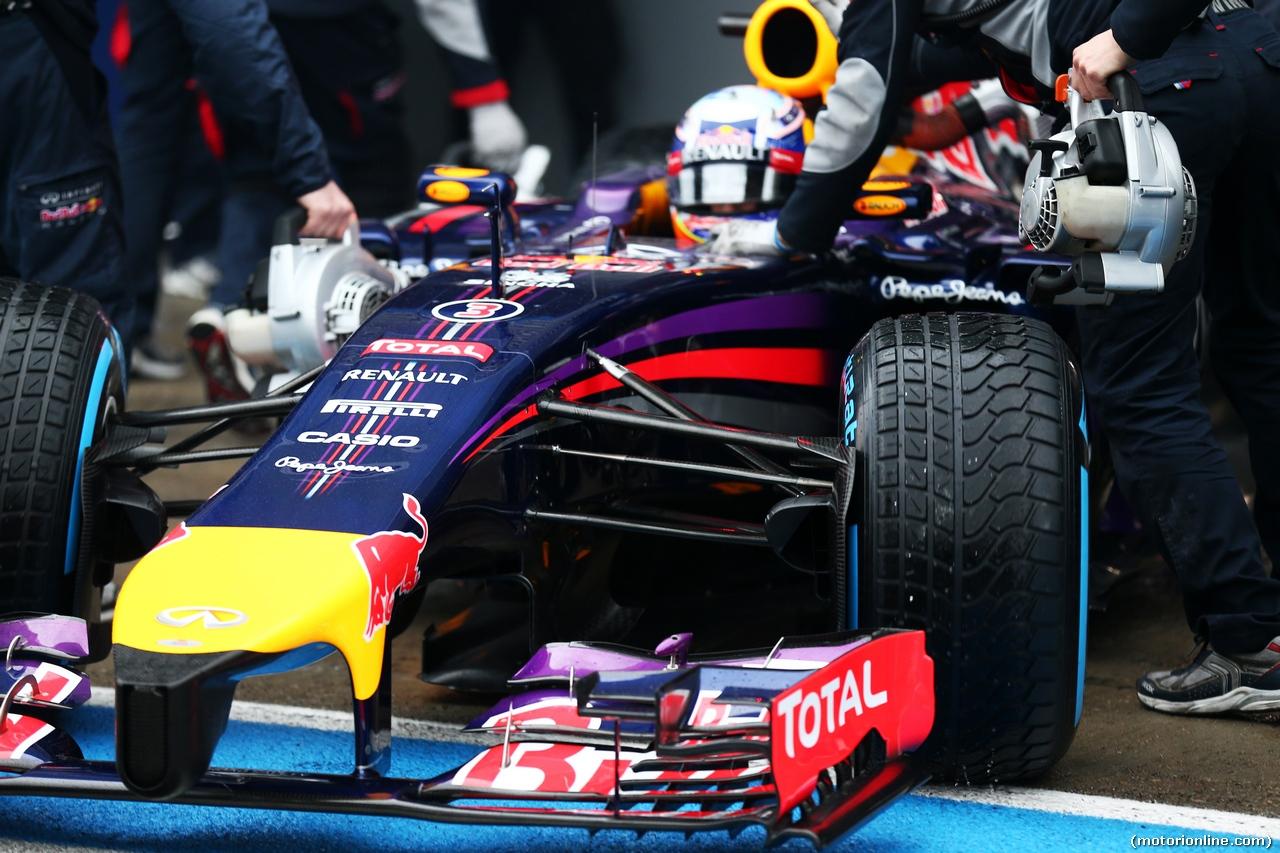 TEST F1 JEREZ 31 GENNAIO, Daniel Ricciardo (AUS) Red Bull Racing RB10 front wing e nosecone. 31.01.2014. Formula One Testing, Day Four, Jerez, Spain.