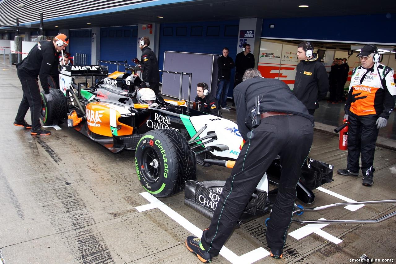TEST F1 JEREZ 31 GENNAIO, Daniel Juncadella (ESP) Sahara Force India F1 VJM07 Test e Reserve Driver in the pits. 31.01.2014. Formula One Testing, Day Four, Jerez, Spain.