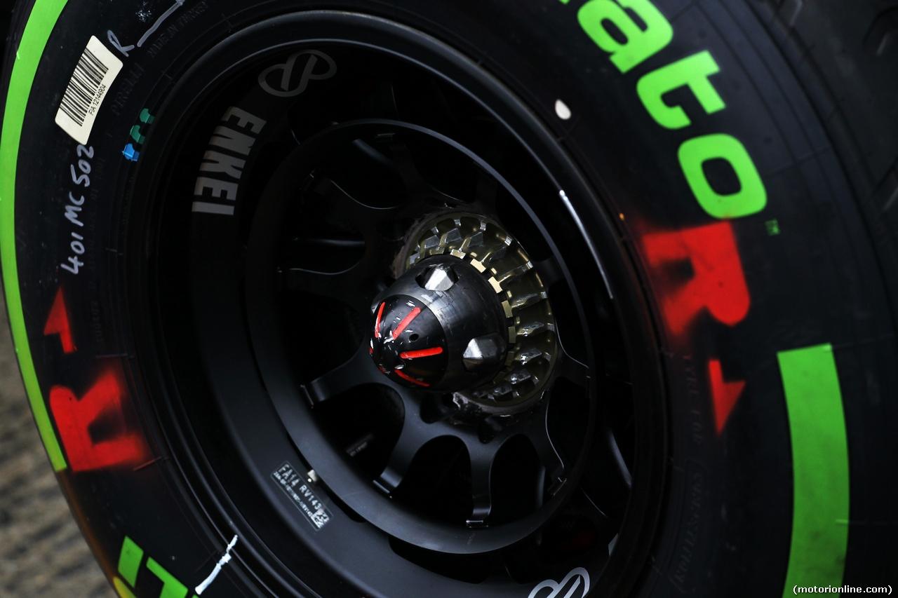 TEST F1 JEREZ 31 GENNAIO, Pirelli tyre e wheel nut. 31.01.2014. Formula One Testing, Day Four, Jerez, Spain.