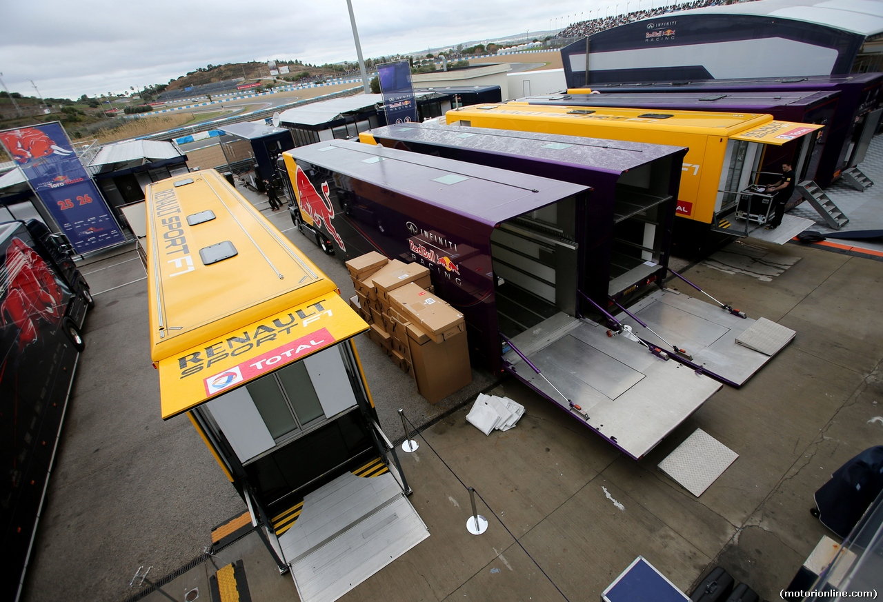 TEST F1 JEREZ 31 GENNAIO, Red Bull Racing is packing up. 31.01.2014. Formula One Testing, Day Four, Jerez, Spain.
