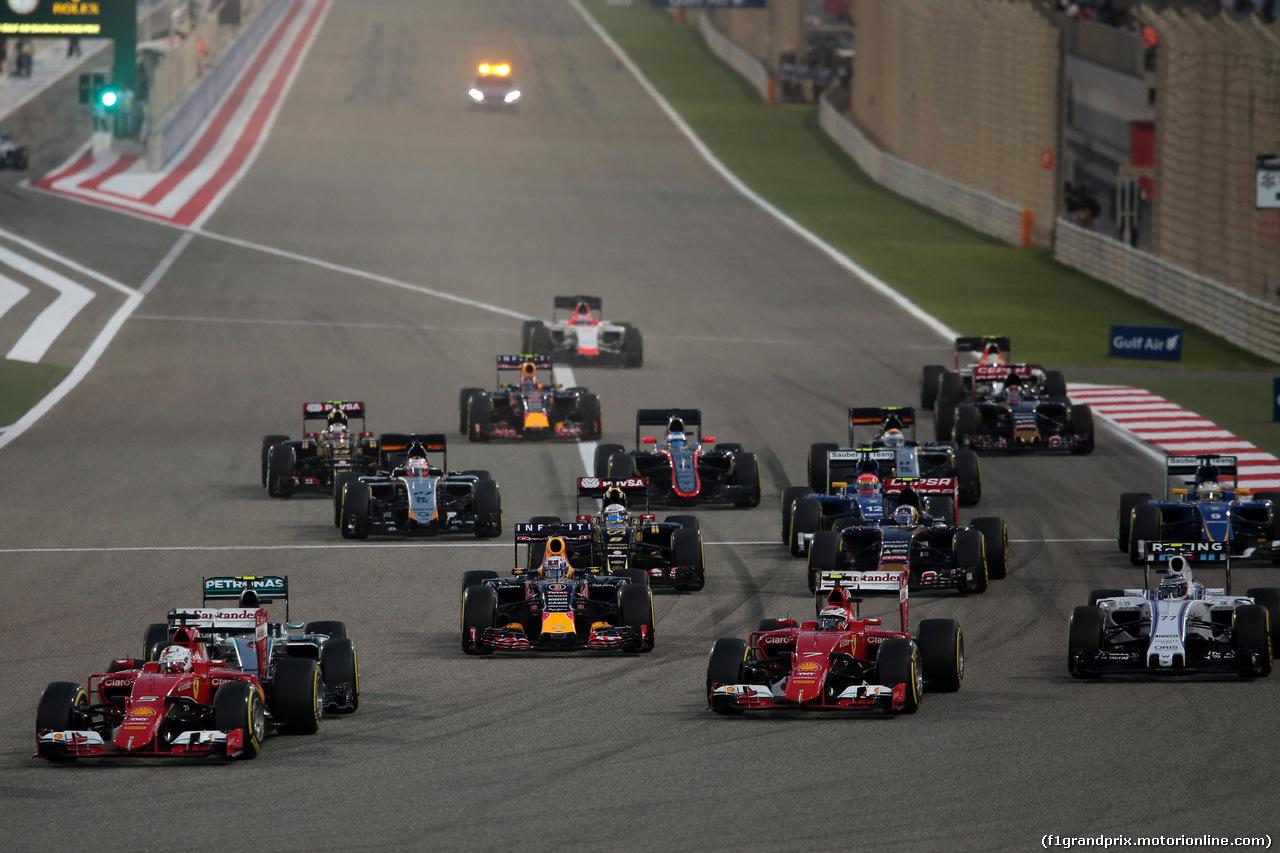 GP BAHRAIN, 19.04.2015 - Gara, Start of the race, Sebastian Vettel (GER) Ferrari SF15-T e Kimi Raikkonen (FIN) Ferrari SF15-T