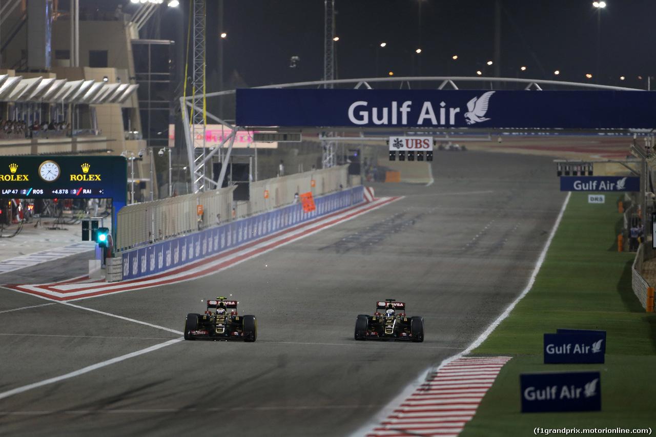 GP BAHRAIN, 19.04.2015 - Gara, Pastor Maldonado (VEN) Lotus F1 Team E23 e Romain Grosjean (FRA) Lotus F1 Team E23