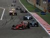 GP BAHRAIN, 19.04.2015 - Gara, Kimi Raikkonen (FIN) Ferrari SF15-T davanti a Nico Rosberg (GER) Mercedes AMG F1 W06