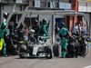 GP BELGIO, 23.08.2015 - Gara, Pit stop, Lewis Hamilton (GBR) Mercedes AMG F1 W06
