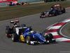 GP CINA, 12.04.2015 - Gara, Marcus Ericsson (SUE) Sauber C34 davanti a Pastor Maldonado (VEN) Lotus F1 Team E23