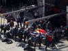 GP CINA, 12.04.2015 - Gara, Pit stop, Daniel Ricciardo (AUS) Red Bull Racing RB11