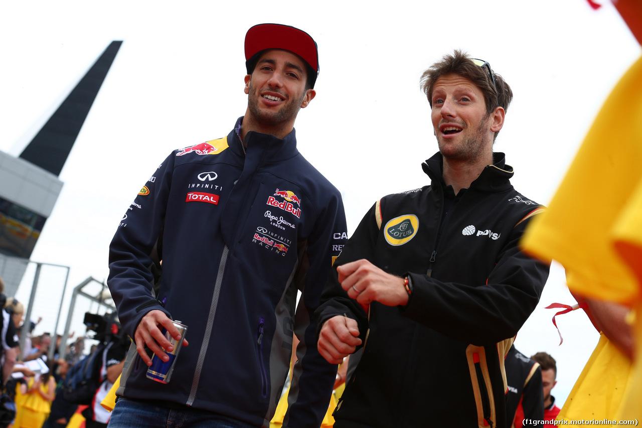 GP GRAN BRETAGNA, 05.07.2015 - Daniel Ricciardo (AUS) Red Bull Racing RB11 e Romain Grosjean (FRA) Lotus F1 Team E23