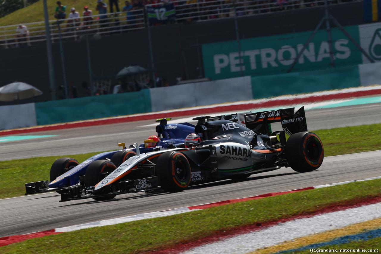 GP MALESIA, 29.03.2015- Gara, Felipe Nasr (BRA) Sauber C34 e Nico Hulkenberg (GER) Sahara Force India F1 VJM08