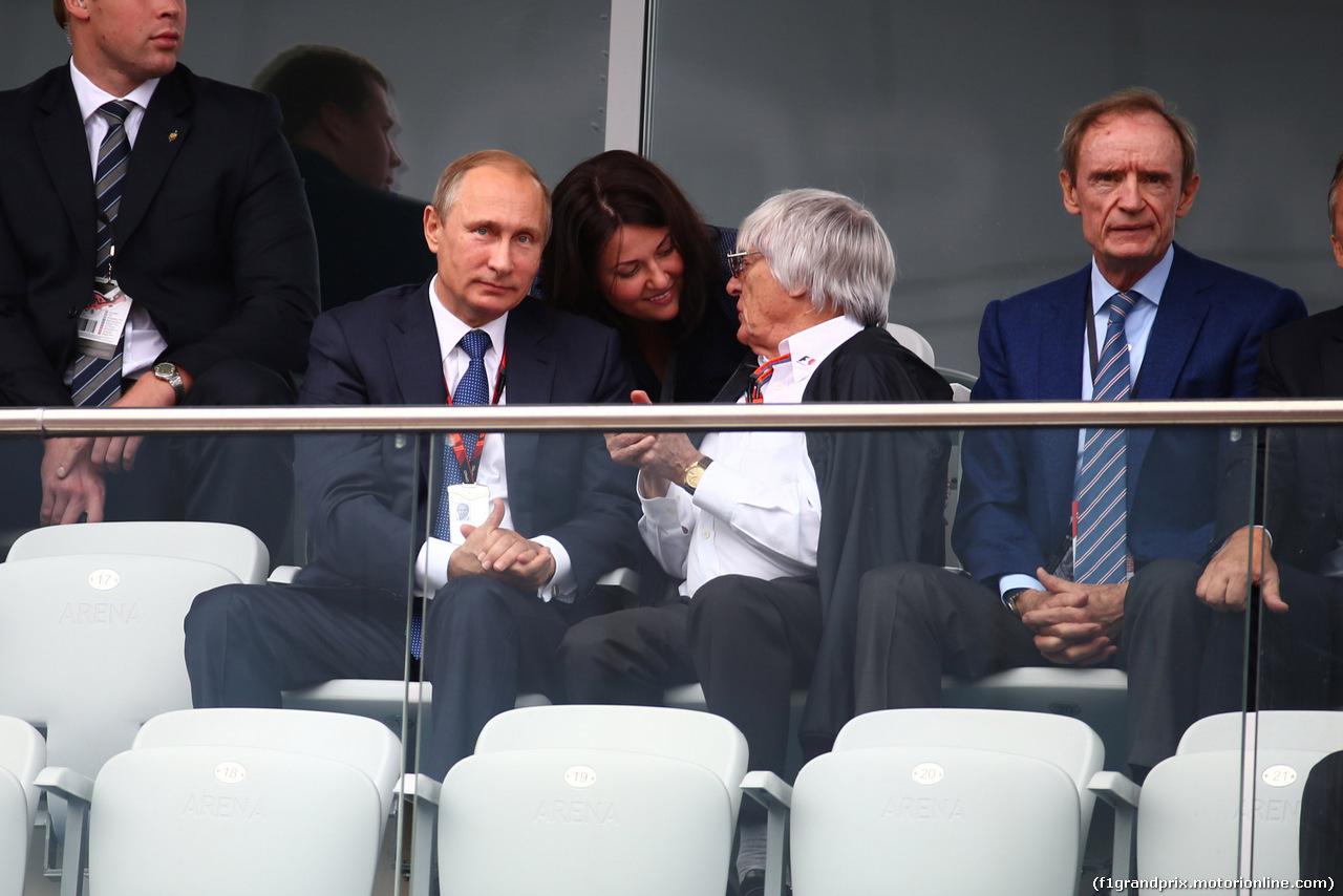 GP RUSSIA, 11.10.2015 - Gara, Vladimir Putin (RUS) Russian Federation President e Bernie Ecclestone (GBR), President e CEO of FOM