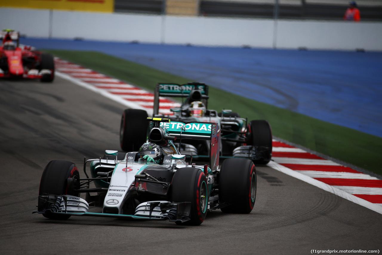 GP RUSSIA, 11.10.2015 - Gara, Nico Rosberg (GER) Mercedes AMG F1 W06 davanti a Lewis Hamilton (GBR) Mercedes AMG F1 W06