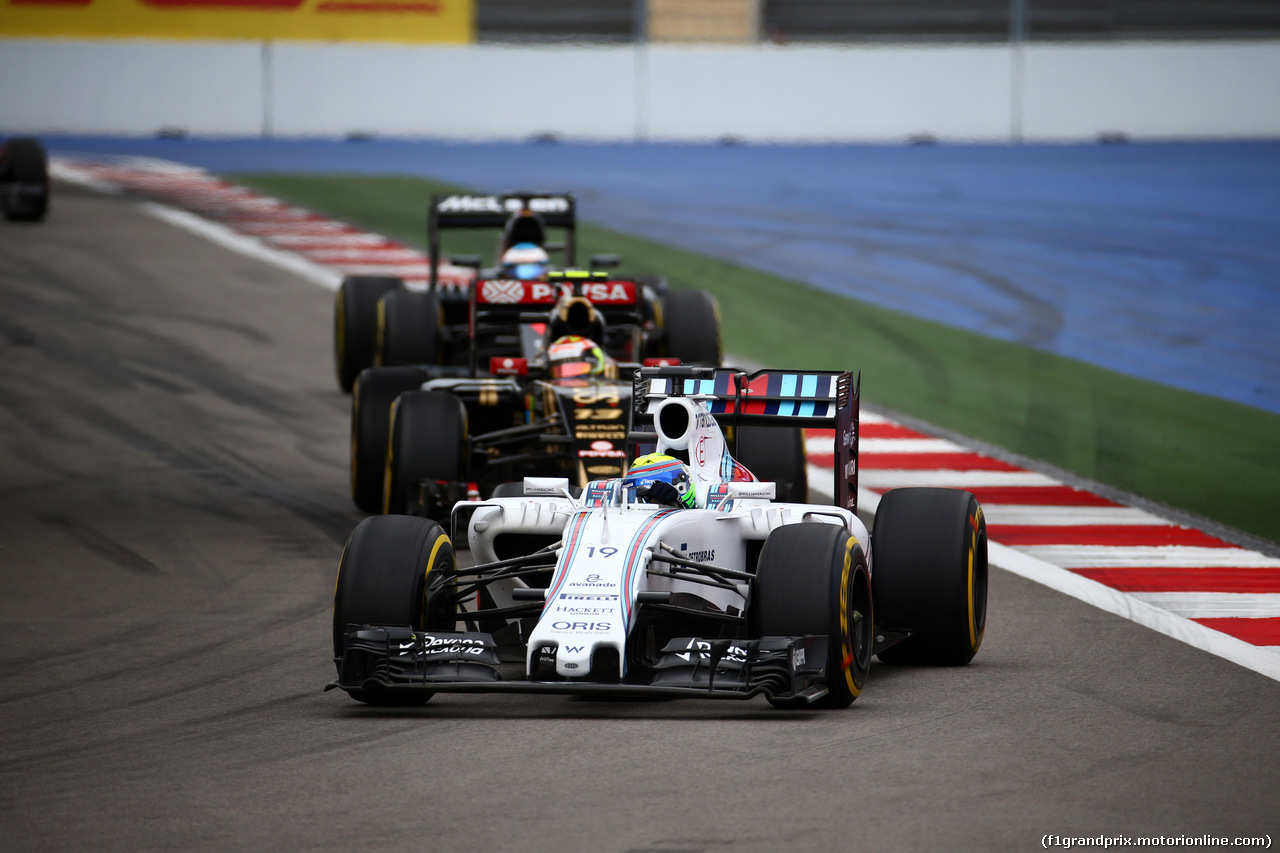 GP RUSSIA, 11.10.2015 - Gara, Felipe Massa (BRA) Williams F1 Team FW37 davanti a Pastor Maldonado (VEN) Lotus F1 Team E23