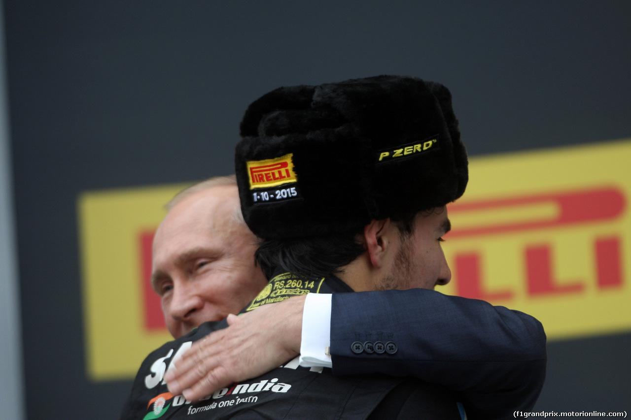 GP RUSSIA, 11.10.2015 - Gara, Vladimir Putin (RUS) Russian Federation President e terzo Sergio Perez (MEX) Sahara Force India F1 VJM08