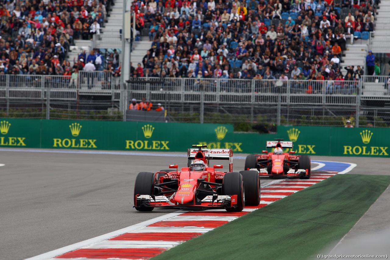 GP RUSSIA, 11.10.2015 - Gara, Kimi Raikkonen (FIN) Ferrari SF15-T e Sebastian Vettel (GER) Ferrari SF15-T