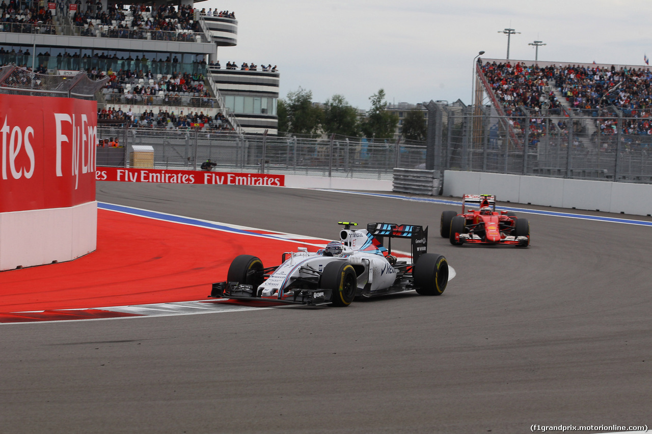 GP RUSSIA, 11.10.2015 - Gara, Valtteri Bottas (FIN) Williams F1 Team FW37 e Kimi Raikkonen (FIN) Ferrari SF15-T