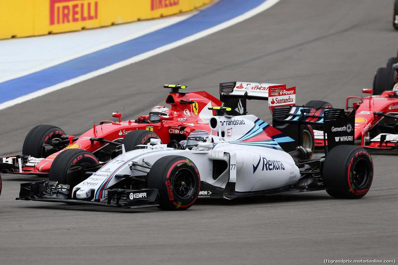 GP RUSSIA, 11.10.2015 - Gara, Valtteri Bottas (FIN) Williams F1 Team FW37 e Kimi Raikkonen (FIN) Ferrari SF15-T