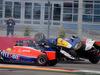 GP RUSSIA, 11.10.2015 - Gara, Crash, Marcus Ericsson (SUE) Sauber C34 e Nico Hulkenberg (GER) Sahara Force India F1 VJM08